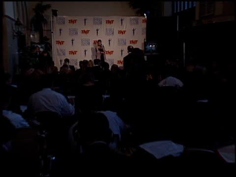vídeos de stock, filmes e b-roll de angelina jolie at the 2000 screen actors guild sag awards at the shrine auditorium in los angeles california on march 12 2000 - screen actors guild