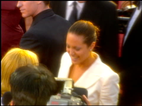 angelina jolie at the 2001 academy awards at the shrine auditorium in los angeles, california on march 25, 2001. - 第73回アカデミー賞点の映像素材/bロール