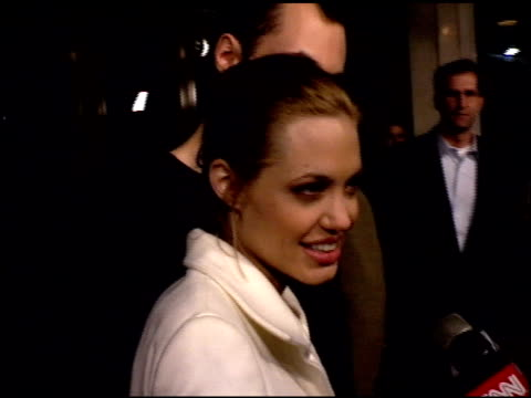 angelina jolie at the premiere of 'the bone collector' at the mann festival theater in westwood california on november 2 1999 - anno 1999 video stock e b–roll