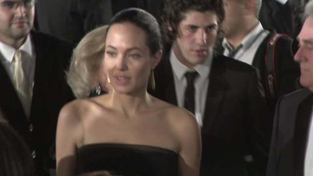 Angelina Jolie at the 'The Curious Case of Benjamin Button' Premiere at Los Angeles CA