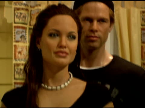 angelina jolie brad pitt and baby shiloh nouvel jolie pitt wax figures at the shiloh nouvel jolie pitt immortalized in wax at madame tussauds new... - shiloh nouvel jolie pitt stock videos & royalty-free footage