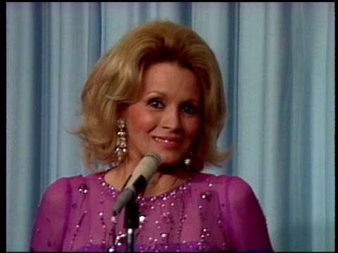 angie dickinson talks about career upswing after role in 'dressed to kill' angie dickinson interview on january 01 1981 in los angeles california - 1981 stock-videos und b-roll-filmmaterial