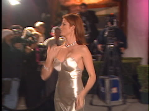 vídeos y material grabado en eventos de stock de angie everhart at the academy awards vanity fair party 99 at mortons west hollywood in west hollywood ca - 71ª ceremonia de entrega de los óscars