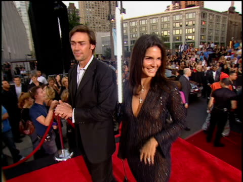 angie harmon and jason sehorn arriving to the 2001 mtv video music awards red carpet - angie harmon stock videos & royalty-free footage