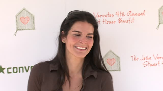 angie harmon at the john varvatos 4th annual stuart house benefit at jthe ohn varvatos boutique in los angeles california on march 19 2006 - angie harmon stock videos & royalty-free footage