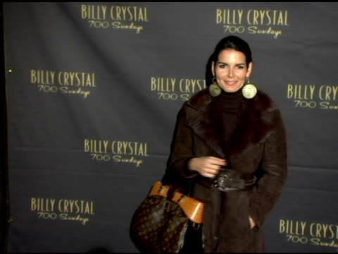 vídeos de stock, filmes e b-roll de angie harmon at the los angeles opening night of the tony award winning broadway show billy crystal '700 sundays' at the wilshire theatre in beverly... - billy crystal