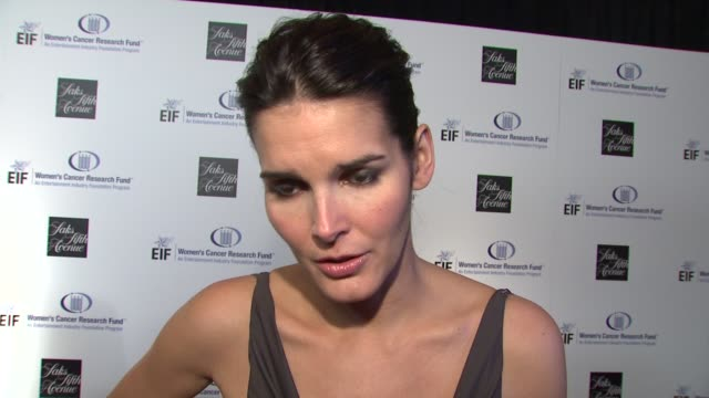 angie harmon on being a part of the night, the work that eif's women's cancer research fund does, gwyneth paltrow & courteney cox-arquette's... - angie harmon stock videos & royalty-free footage