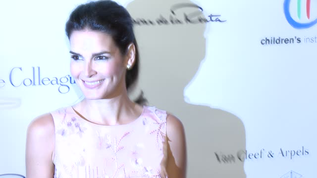 vídeos de stock e filmes b-roll de angie harmon the colleagues 26th annual spring luncheon to honor her serene highness princess charlene of monaco at four seasons hotel los angeles at... - padrão floral