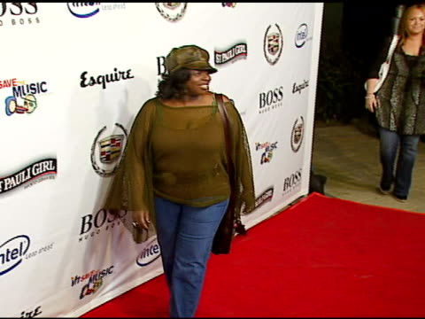 angie stone at the vh1's big night for a big cause a benefit for the vh1 save the music foundation at esquire house 360 in beverly hills california... - vh1 stock-videos und b-roll-filmmaterial