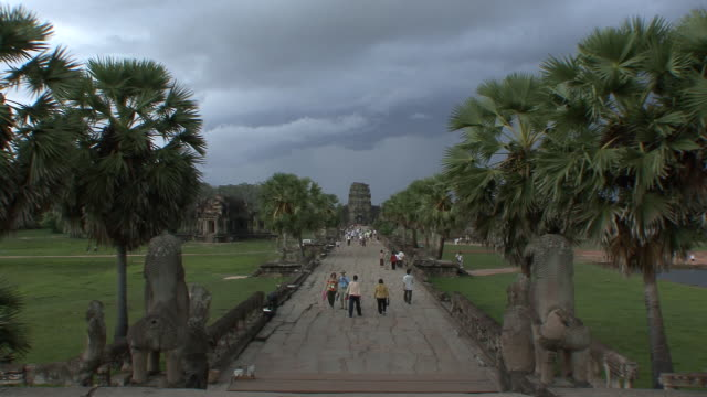 ws zi angkor wat platform leading to main entrance / siem reap, cambodia  - cambodian culture stock videos and b-roll footage