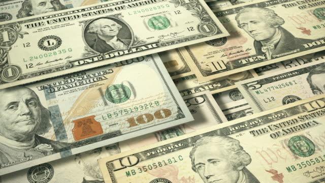 vídeos de stock e filmes b-roll de 3d angle view of wall of cascading u.s. currency - nota de cinco dólares dos estados unidos