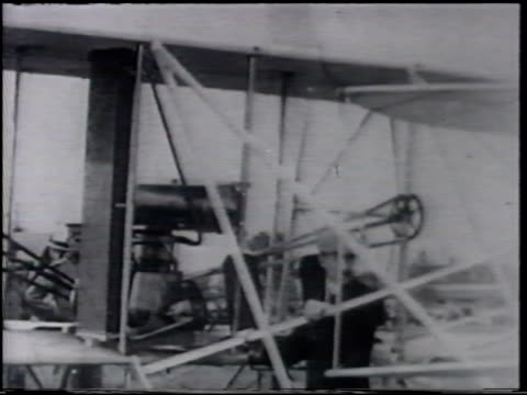 angled ws capitol building vs orville wright by 'wright flyer' men some in uniform watching fort meyer demonstration photo us army lt thomas... - fort myer stock videos and b-roll footage