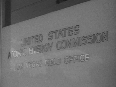 angled ws 'united states atomic energy commission las vegas field office' lettering on frosted glass nevada test site nts nuclear testing atomic... - basläger bildbanksvideor och videomaterial från bakom kulisserna