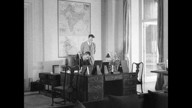 vídeos de stock e filmes b-roll de angled ws viceroy's house vs lord louis mountbatten signing papers at desk walking wife edwina and indians - 1947