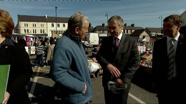 anglesea ext general view and close shots of plaid cymru mps including ieuan wyn jones am posing for photocall supporters applauding suporters... - speech bubble stock videos & royalty-free footage