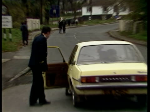 anglo/irish summit ulster ms zoom 'stop customs' sign pull car at customs point the forum has been looking responsibility for law and order - national border stock videos & royalty-free footage