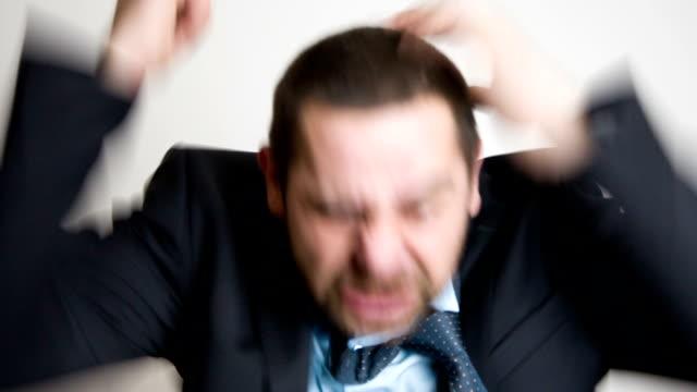 vídeos y material grabado en eventos de stock de angry businessman  - emoción negativa