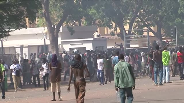 vídeos de stock, filmes e b-roll de angry demonstrators went on the rampage in burkina faso on thursday breaking through a heavy security cordon and storming the national assembly... - moving activity