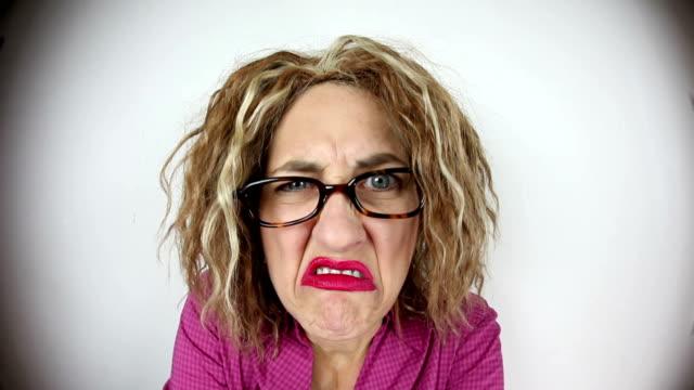 vídeos de stock e filmes b-roll de angry mulher de olho-de-peixename - tensão