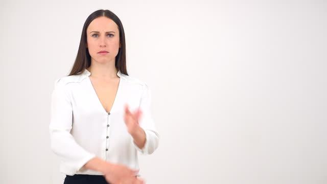 Wütende Frau mit Ablehnung Geste
