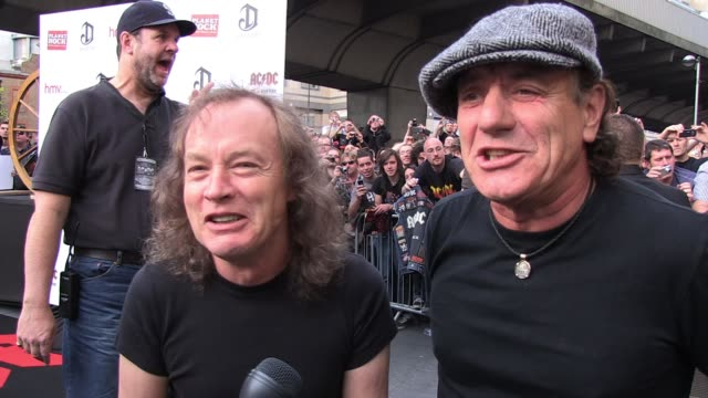 """angus young and brian johnson talk to reporters at the exclusive world premiere of ac/dc 'live at river plate' ac/dc """"live at river plate"""" dvd world... - exklusiv stock-videos und b-roll-filmmaterial"""