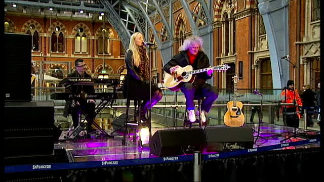 Brian May joins conservation campaign for tigers ENGLAND London St Pancras Station INT Queen guitarist Brain May and West End star Kerry Ellis...
