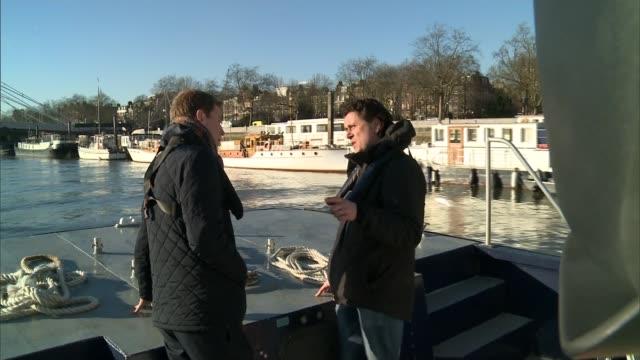 river thames stranded whale 10th anniversary; england: london: river thames: ext reporter standing on deck of boat talking with rob deaville as along... - cetacea bildbanksvideor och videomaterial från bakom kulisserna