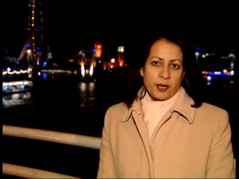 vídeos de stock, filmes e b-roll de river thames whale dies embankment night i/c - cetáceo