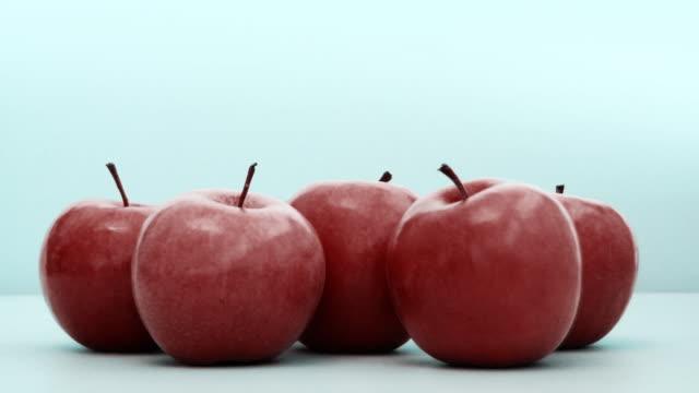 vídeos y material grabado en eventos de stock de manzanas animados - grupo mediano de objetos