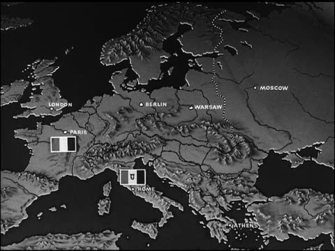 map animated map of europe w/ ussr soviet communist symbol of 'hammer and sickle' moving east across europe - comunismo video stock e b–roll