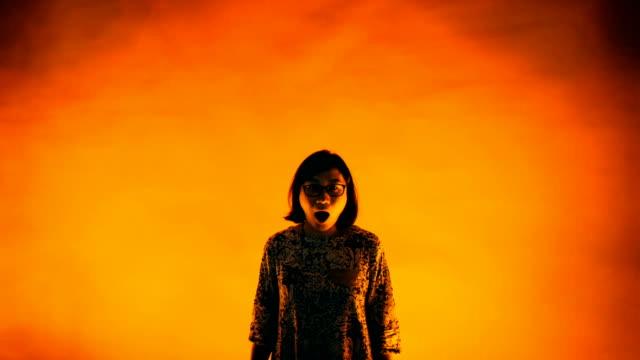 vídeos y material grabado en eventos de stock de animated picture with cinemagraph effect of fearful woman near redwall / beijing, china - fondo naranja