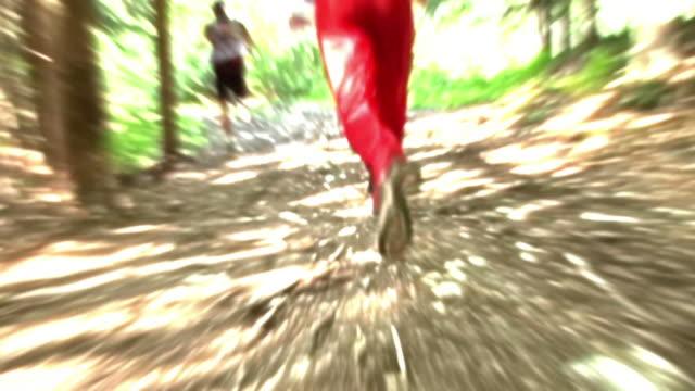 hd: animierte läufer - digitale verbesserung stock-videos und b-roll-filmmaterial