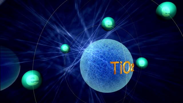 simulazione di animazione 3d della transizione elettronica del biossido di titanio - atomo video stock e b–roll