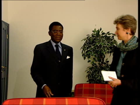 anisok equatorial guinea president teodoro nguema obiang mbasogo into room to meet hilsum presidential convoy arriving president obiang along past... - mercenary human role stock videos & royalty-free footage