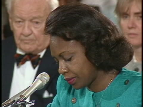 vidéos et rushes de anita hill testifies in a senate hearing regarding her past history with judge clarence thomas. she said i believe then, as now, that having a social... - united states and (politics or government)