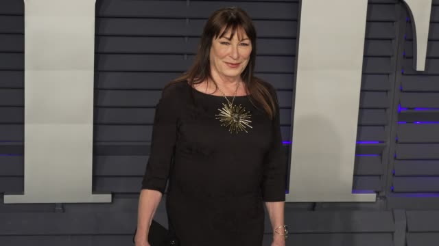anjelica huston at 2019 vanity fair oscar party hosted by radhika jones at wallis annenberg center for the performing arts on february 24 2019 in... - vanity fair oscar party stock videos & royalty-free footage