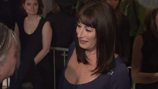 anjelica huston at the new york film festival 'the darjeeling limited' premiere opening night at film society of lincoln center in new york new york... - anjelica huston stock videos & royalty-free footage