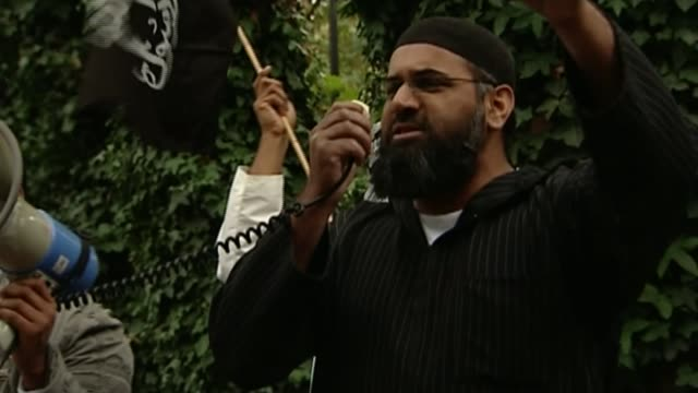 Anjem Choudary found guilty of inviting support for Islamic State 2992006 / R29090605/ EXT Anjem Choudary addressing protest rally near Regent's Park...