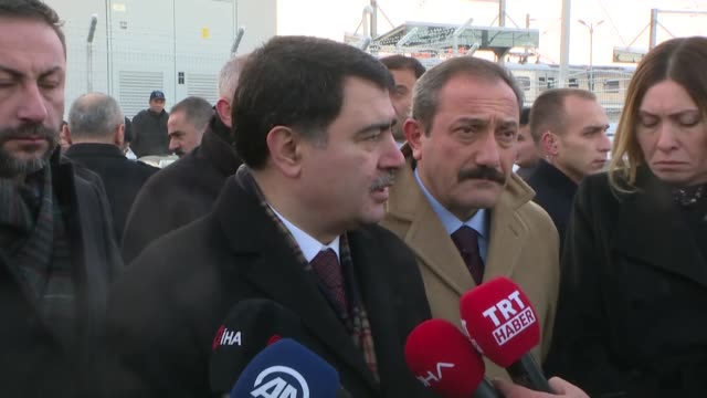 vídeos y material grabado en eventos de stock de ankara governor vasip sahin speaks to the press after train crash in ankara on december 13 2018 at least seven people were killed and 46 injured when... - accidente de tren