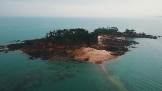 anmokdo island near mongsanpo port / taean-gun, chungcheongnam-do, south korea - isola video stock e b–roll