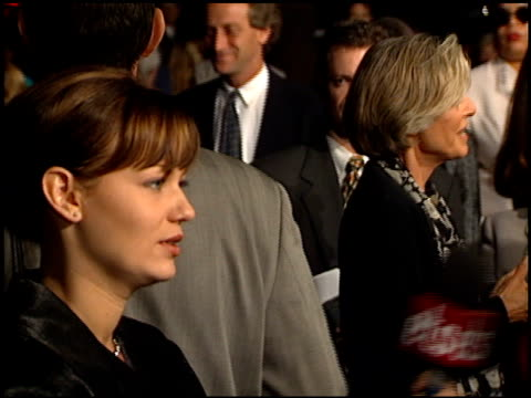 ann bancroft at the 'how to make an american quilt' premiere on september 27, 1995. - anne bancroft点の映像素材/bロール