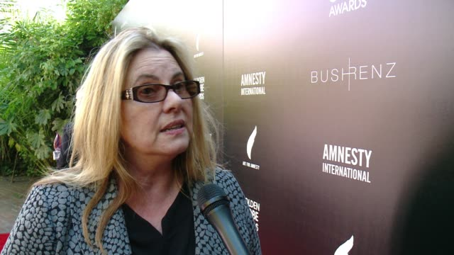 vídeos de stock e filmes b-roll de interview ann burroughs on how it feels to be at the first ever art for amnesty pregolden globe brunch at art for amnesty's pregolden globes... - prémio globo de ouro