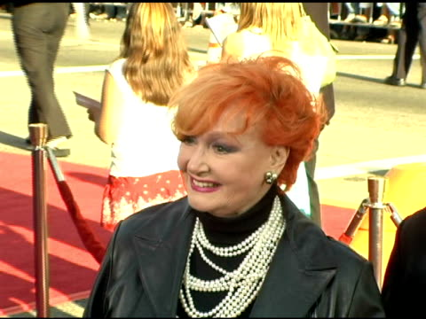 ann robinson at the fan screening of 'war of the worlds' at grauman's chinese theatre in hollywood, california on june 27, 2005. - war stock-videos und b-roll-filmmaterial