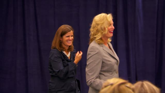 stockvideo's en b-roll-footage met ms of ann romney and mary pat christie entering the press conference / waving to audience / sitting down ann romney and mary pat christie on october... - presidentskandidaat