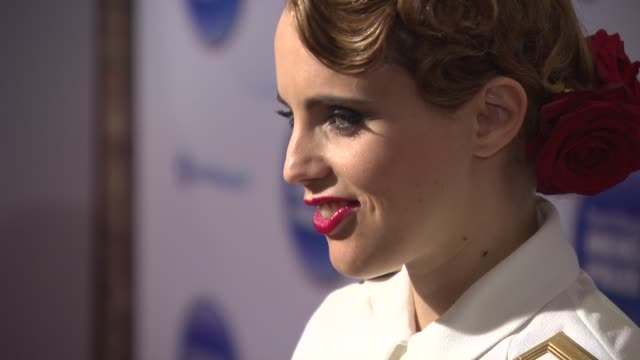 anna calvi at barclaycard mercury prize on october 29 2014 in london england - calvi stock videos & royalty-free footage