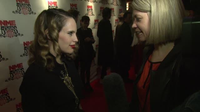 vídeos de stock, filmes e b-roll de anna calvi at nme awards 2012 at brixton academy on february 29 2012 in london england - calvi
