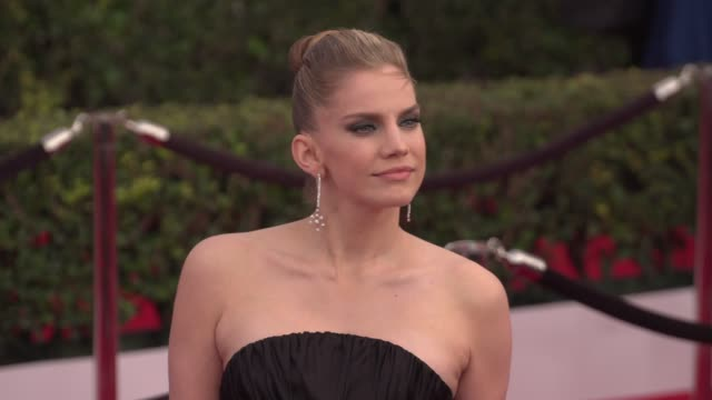 anna chlumsky at the 22nd annual screen actors guild awards - arrivals at the shrine auditorium on january 30, 2016 in los angeles, california. 4k... - shrine auditorium stock videos & royalty-free footage