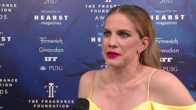 INTERVIEW – Anna Chlumsky on how nice it is to have friends like Christian Siriano on looking forward to sitting next to Judith Light at 2017...