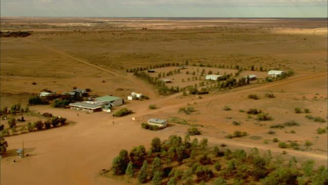 ws pan aerial anna creek station, anna creek, south australia, australia - farmhouse stock videos & royalty-free footage