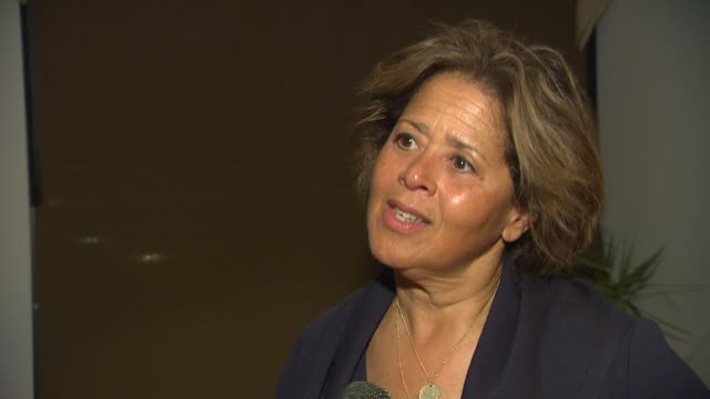 anna deavere smith on bringing let me down easy to the broad stage, on the storyline at the opening night of anna deavere smith's 'let me down easy'... - anna deavere smith video stock e b–roll